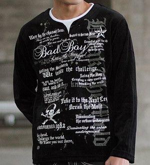 英語がいっぱい描かれたTシャツ